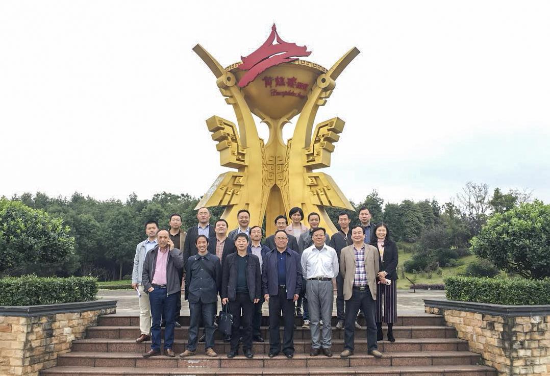 黄鹤楼酒业咸宁分厂厂长闵波平,景区管委会主任张猛接待来访.